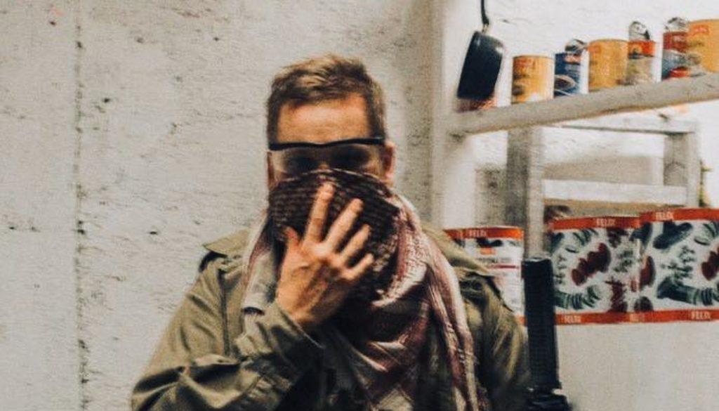 pekka holding a scarf